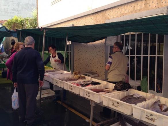 朝のマーケット
