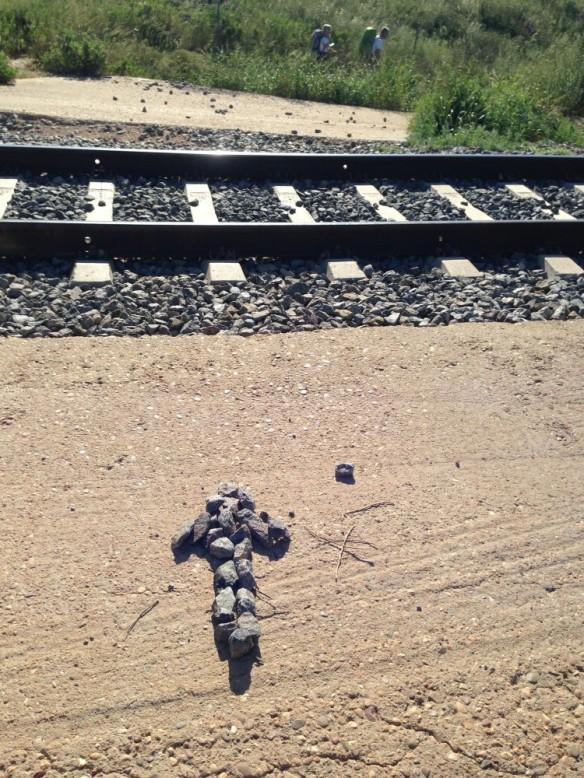矢印、線路を渡れ