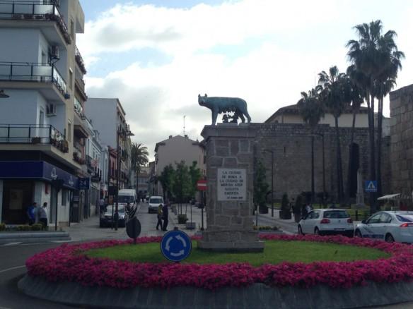 ローマのシンボル。狼の乳を飲むロムスとレムス