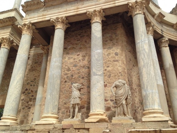 ローマ劇場舞台の彫刻