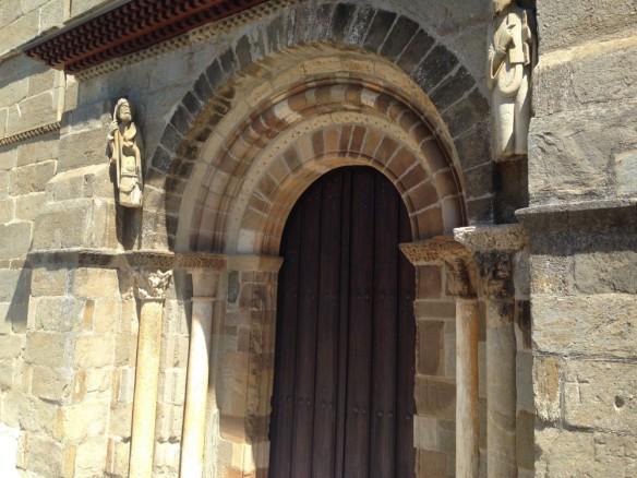 裏の扉のペレグリーノ像