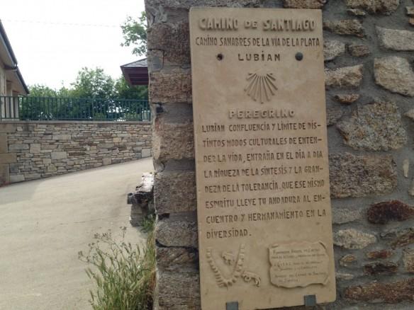 ルビアン、アルベルゲの壁