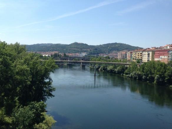 街中を流れる川