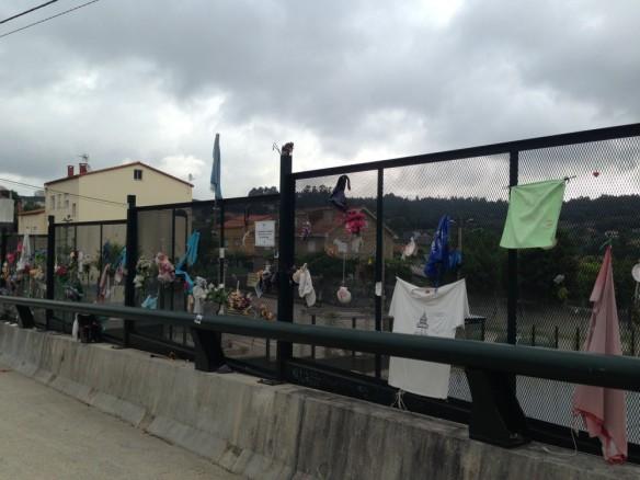 2013年の列車事故の上の橋
